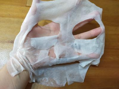 フェイスマスクを広げた写真